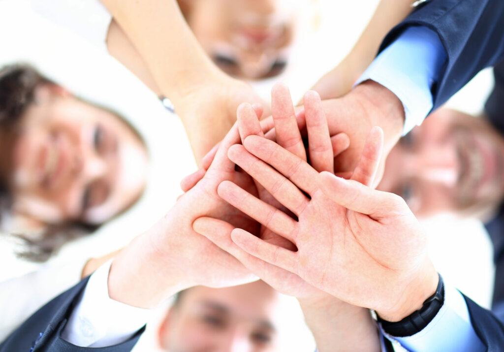 kkv, csapatmunka, kisvállalkozás, középvállalkozás, kis- és középvállalkozás, Small,Group,Of,Business,People,Joining,Hands,,Low,Angle,View.